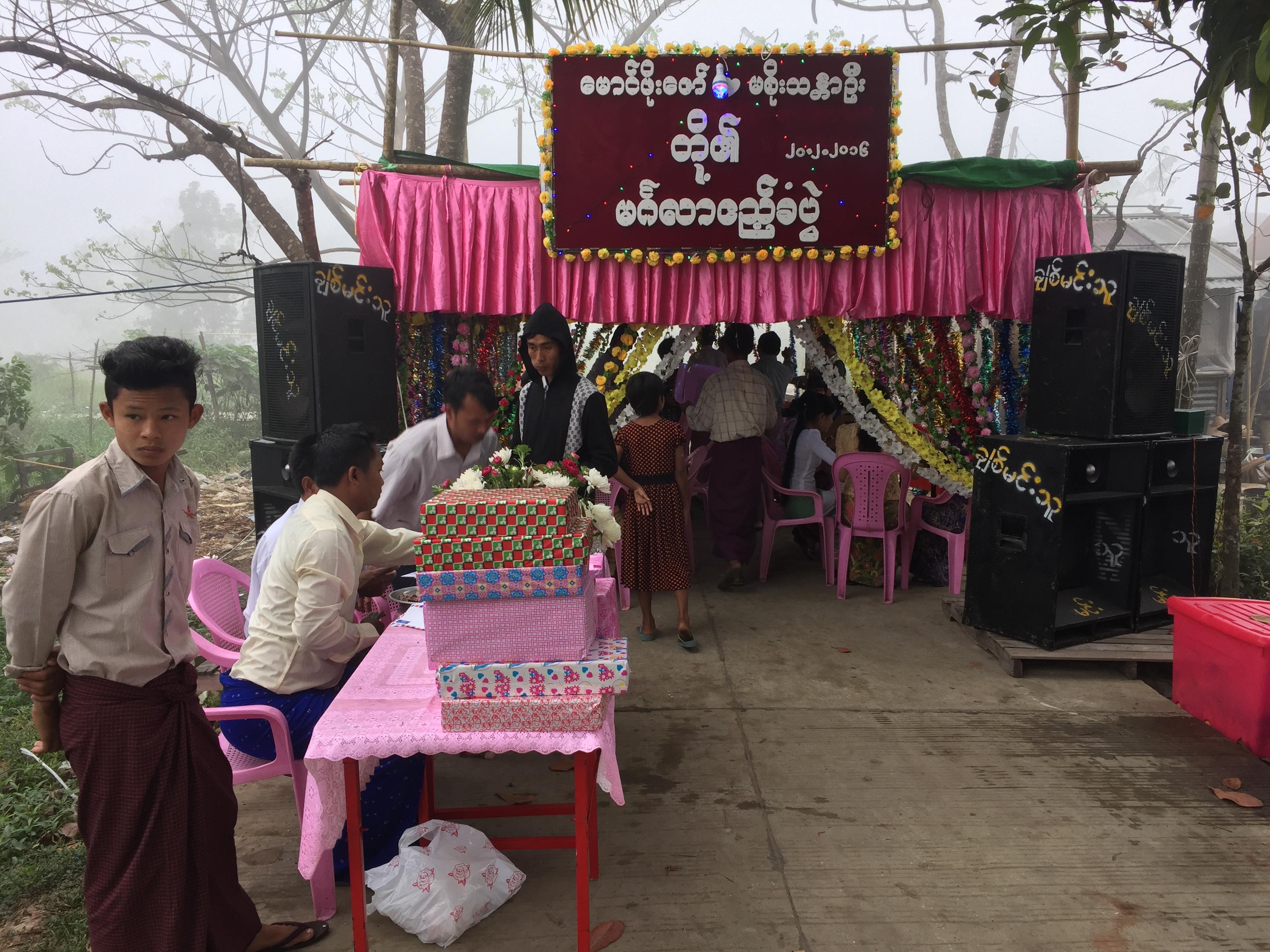 ミャンマーの結婚式はちっさいけどあったかかった!